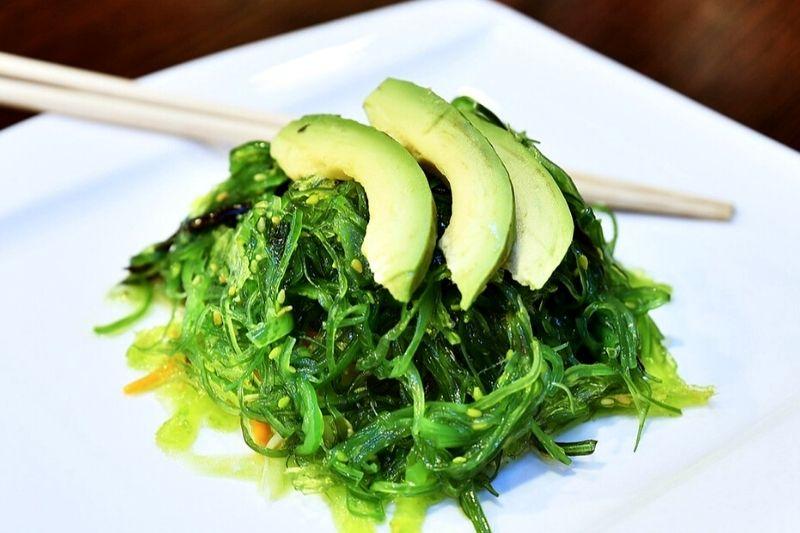 Receta de ensalada de algas marinas wakame con sésamo