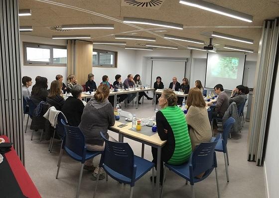 La comunidad educativa muestra su interés por el aceite de oliva en la cata dirigida por Sandúa en Ausolan Jangarria