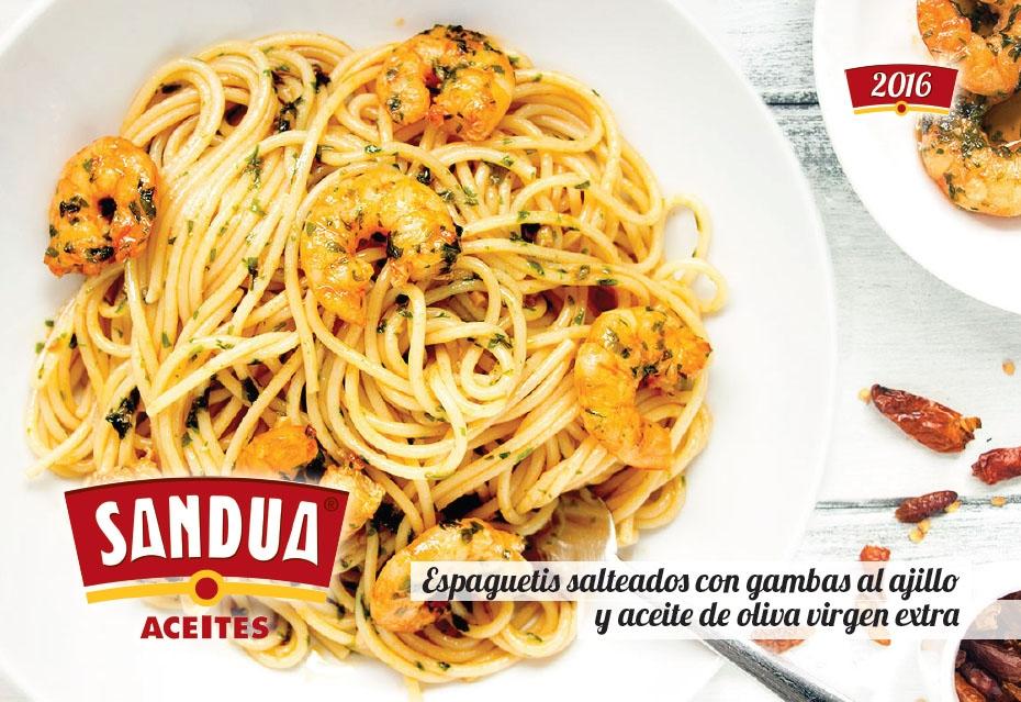 Espaguetis salteados con gambas al ajillo y aceite de oliva virgen extra
