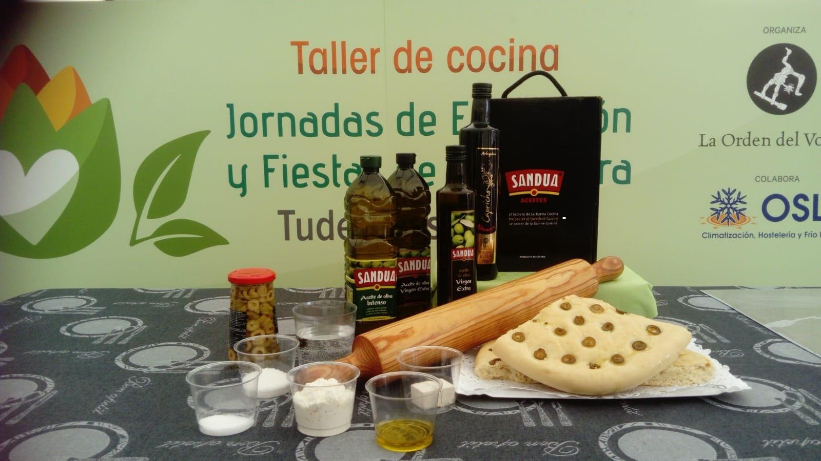 Receta de focaccia de olivas y romero con aceite de oliva virgen extra