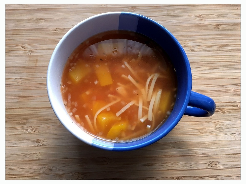 La receta de sopa de pollo al estilo de la abuela y con todos sus trucos para que resulte perfecta